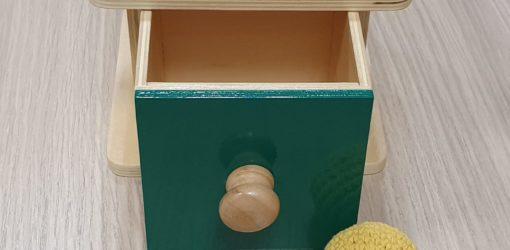 scatola imbucare con cassetto e palla in tessuto